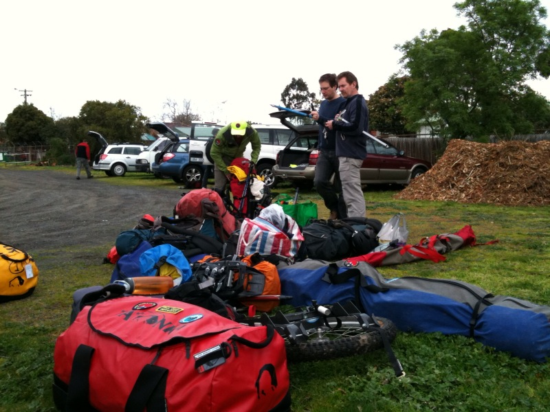 BSAR members en route to Mount Feathertop search